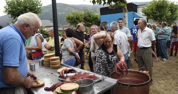 Photo of Polbo con cachelos na IX xuntanza popular de Vilela, o 16 de xullo