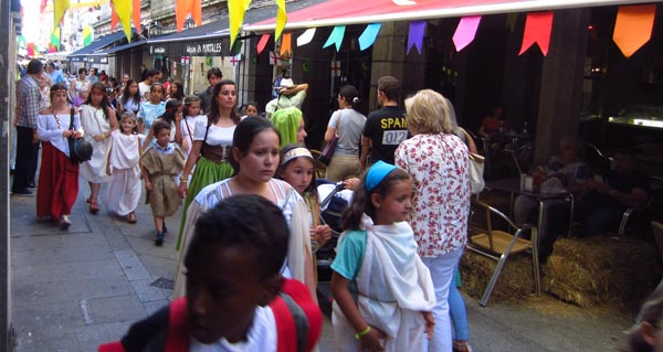 """Photo of Decenas de persoas participan na I Feira Medieval """"A Liorta"""", no Carballiño"""