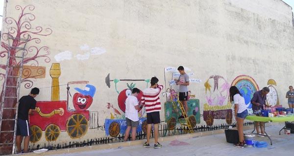 Photo of Sesión de pintura na Aula de Verán, na Rúa