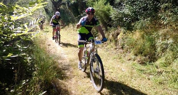 Photo of Os ciclistas percorren os montes de Larouco