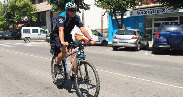 Photo of A Policía barquense xa patrulla en bicicleta pola vila