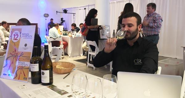 Photo of Os Colleiteiros do Ribeiro, no Spanish Wine Cellar en Nova York