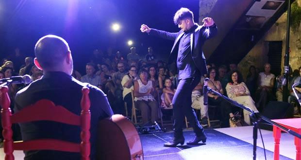 Photo of Flamenco con acento galego, no Barco