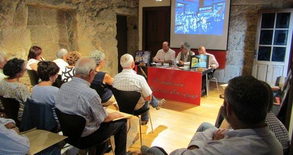 """Photo of Presentan a colección de postais """"Estampas máxicas de Celanova"""""""