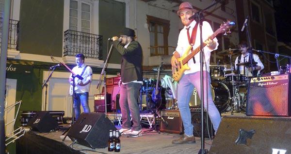 Photo of A ritmo de rock na noite da mocidade, na Rúa