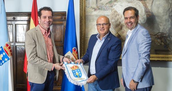 Photo of Baltar recibe ao presidente da Irmandade Galega de Venezuela no Pazo Provincial