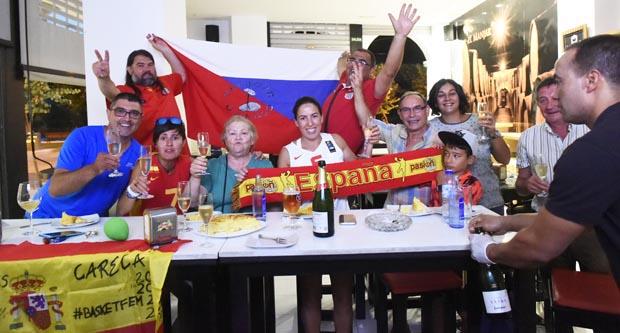 Photo of A familia valdeorresa de Lucas Mondelo celebra a medalla olímpica de España