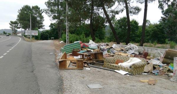 Photo of Identificados dous infractores por tirar lixo nun vertedoiro ilegal en Ourense