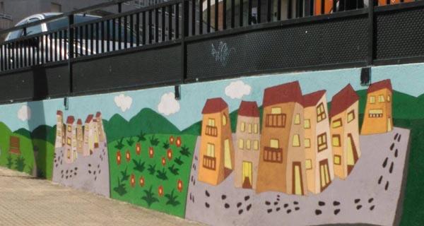 Mural pintado nas últimas reformas para a posta a punto dos colexios na volta ao curso escolar, en Barbadás.