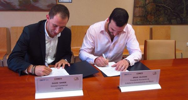 Photo of Os colleiteiros do Ribeiro asinan na sede da CEO un convenio coa etiquetadora Coreti