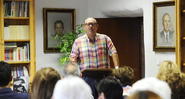 Photo of Carlos Revuelta presenta no Barco a súa última obra poética