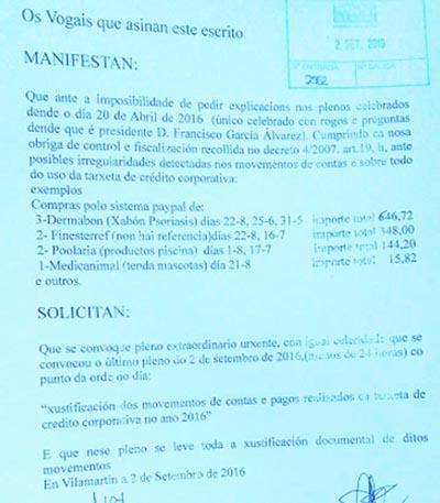 Imaxe do escrito socilitando o pleno presentado por dous vogais do consello valdeorrés.
