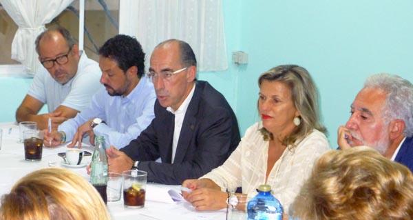 Photo of Candidatos do PP e o conselleiro de Sanidade reúnense con asociacións no Barco