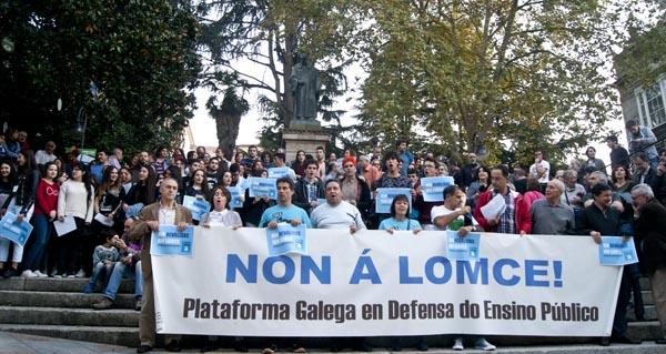 Imaxe da concentración que tivo lugar nos Xardíns do Padre Feijóo contra a Lomce.