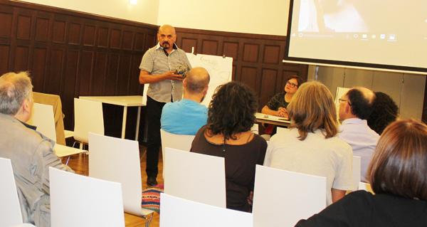 Photo of Moreyra pecha a súa estadía en Ourense cunha conferencia sobre cerámica aborixe