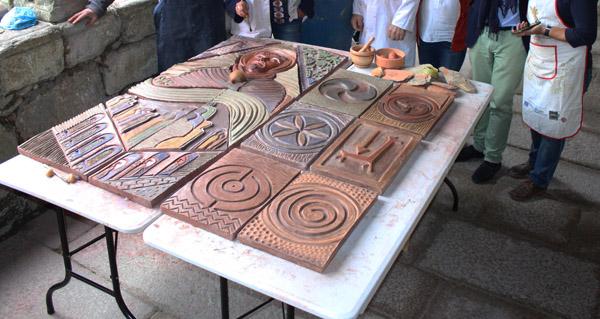 Photo of A imaxe de San Francisco modelada con técnicas precolombinas nas mans de Carlos Moreyra
