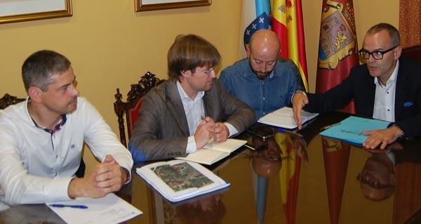 Photo of Reunión cos veciños de Seixalbo para consensuar as reformas na estrada OU-105
