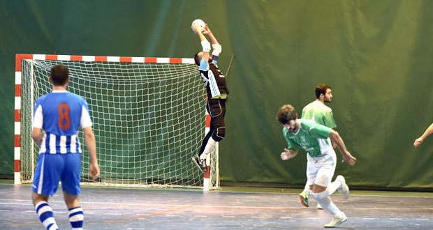 Photo of O Sporting Manzaneda imponse ao CVC Valladares