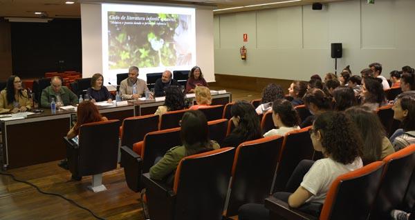 Photo of Bota a andar o II Ciclo de Literatura Infantil e Xuvenil en Ourense