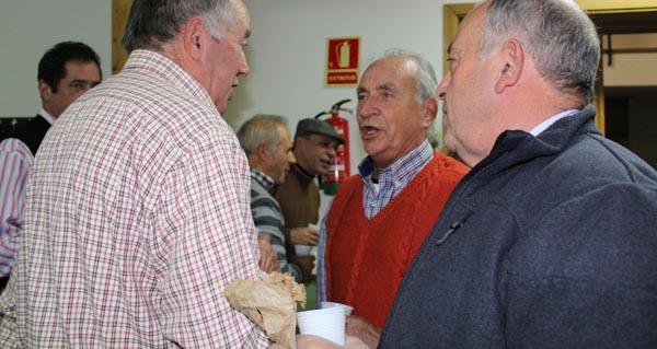 Photo of A ritmo de coro, bombo e pandeireta, no magosto de Abertal