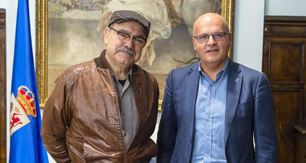 """Photo of José Sousa, """"Premio Ourensanía 2016"""", reúnese con Manuel Baltar"""