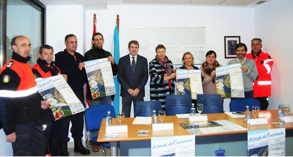Participantes no acto de presentación desta xornada de convivencia das agrupacións de Protección Civil da provincia de Ourense.