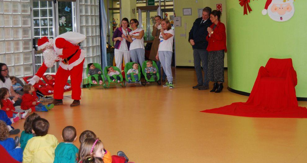 Photo of Papá Noel visita aos alumnos da escola infantil da Farixa