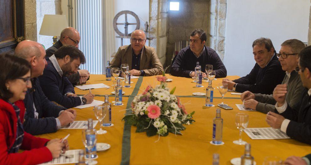 Photo of Os alcaldes da Mancomunidade de Verín reúnense con Manuel Baltar en Monterrei