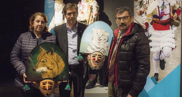 Photo of Verín cede un traxe de Cigarrón ao Museo Galego de Entroido