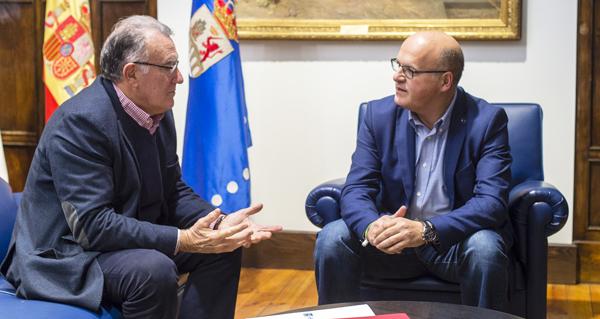 Photo of Reunión do alcalde barquense e presidente da Fegamp con Baltar