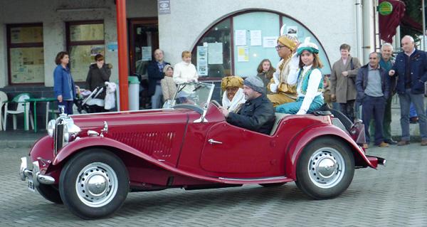 Photo of Os Reis Magos viaxan ata O Barco en vehículos clásicos