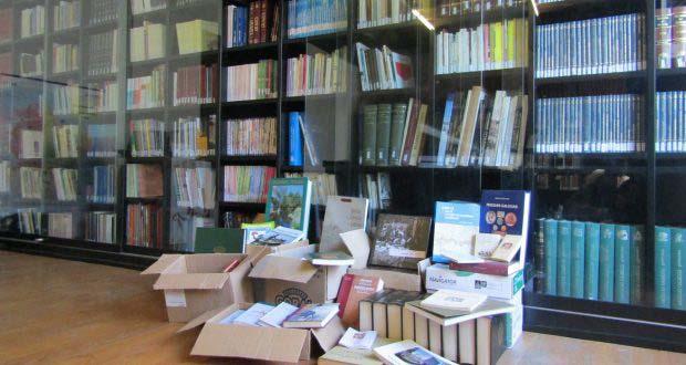 Photo of A Fundación Curros Enríquez dona 300 libros á biblioteca de Celanova e ao Centro de Unión Ourensá da Habana