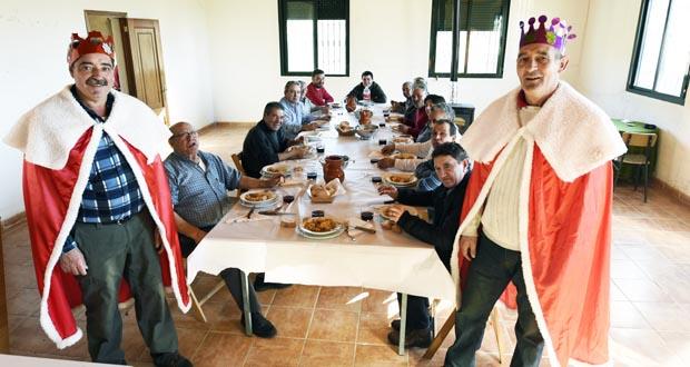 Photo of Os homes de Manzalvos festexan os Reis