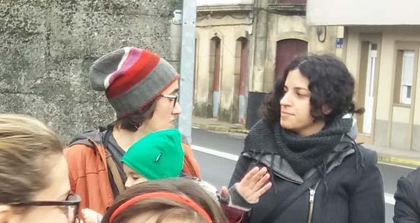 Photo of Noa Presas, deputada do BNG, na concentración en defensa dun mellor servizo de pediatría en Viana