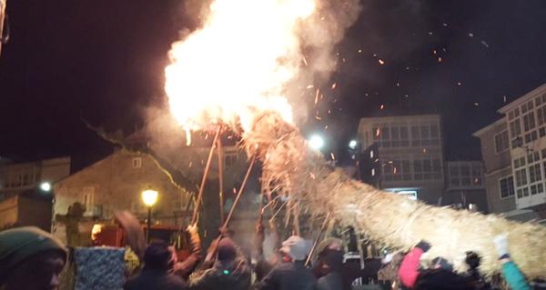 Photo of Procesión de lume en Castro Caldelas