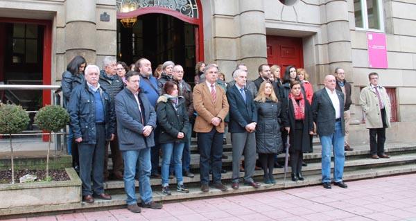 Photo of Minuto de silencio en Ourense en solidariedade coa muller morta no Carballiño