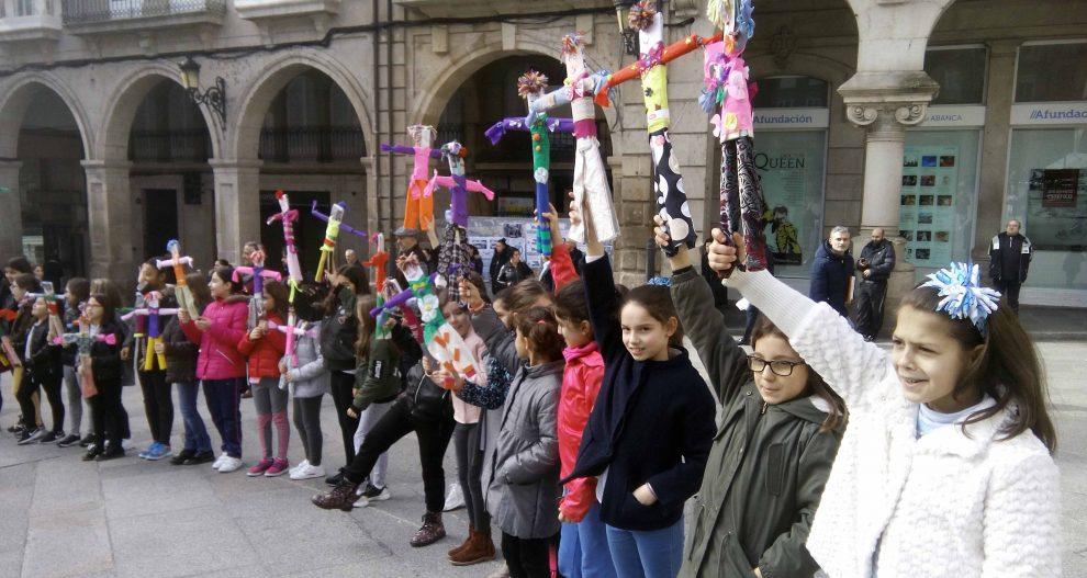 Photo of A Praza Maior de Ourense acolle a batalla dos Compadres entre nenos e nenas
