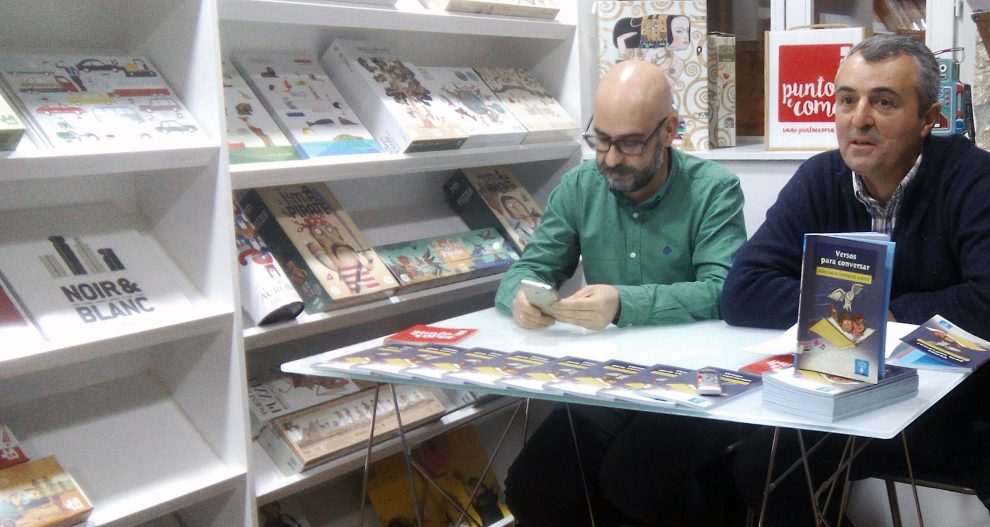 """Photo of Xoán Carlos Domínguez presenta os seus """"Versos para conversar"""" en Ourense"""
