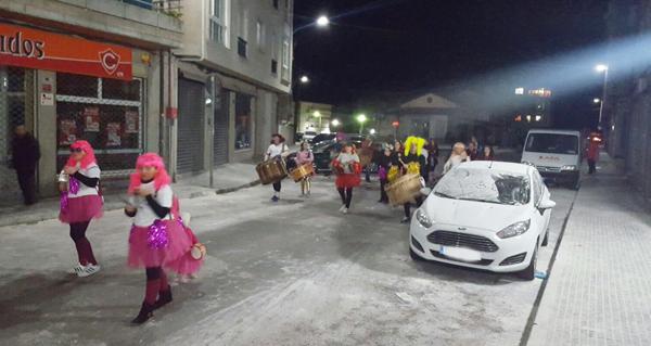 Photo of Os Labregos celebran o Xoves de Compadres cunha ronda do folión por Trives