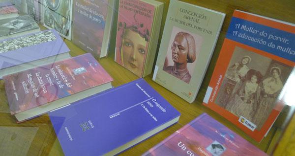 Photo of Mostra de libros adicados á muller, na Biblioteca do Barco