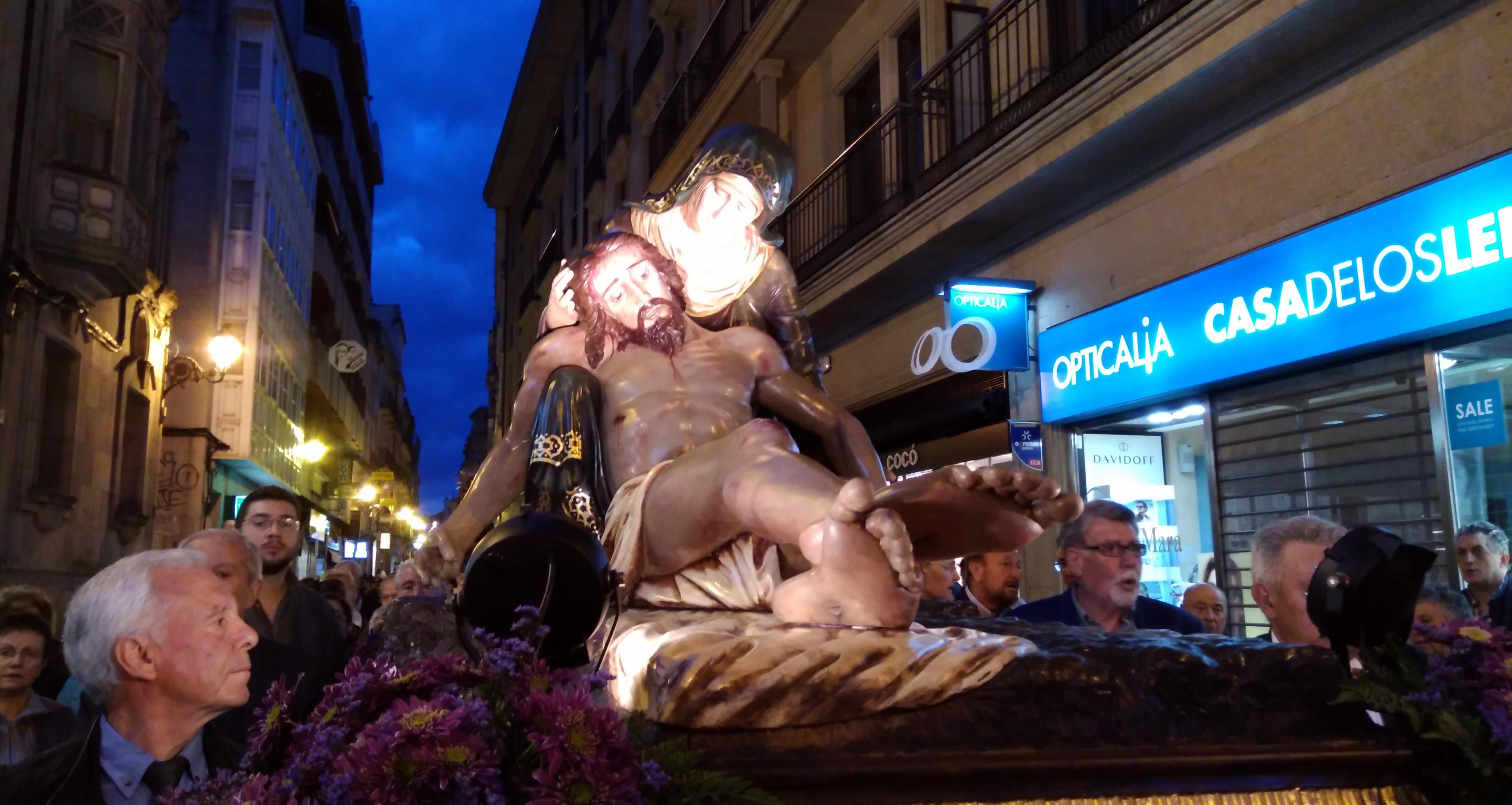 Photo of O Santo Enterro encheu as rúas do Casco Vello de Ourense
