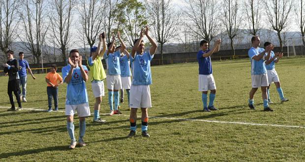 Photo of O C.D. Viana suma tres importantes puntos ante o Atl. Arnoia