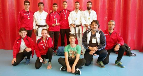 Photo of Dous ouros e tres bronces para os karatekas valdeorreses no campionato galego de clubs