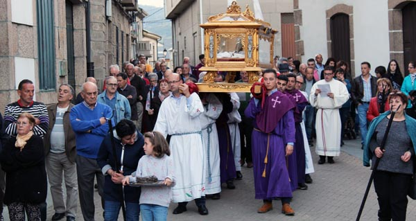 Photo of Do Sermón das 7 palabras á procesión do Santo Enterro, na Rúa Vella