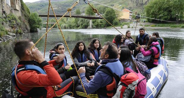 Photo of O IES Lauro Olmo do Barco conmemora o Día do Libro cun roteiro literario en torno ao río Sil