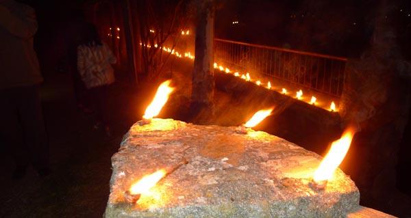 Photo of Caracois ardendo para iluminar a procesión da Soidade no Castro