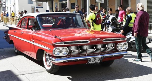 Photo of Un espectacular Chevrolet Bel Air abría a XIII Carreira da Feira do Viño de Quiroga