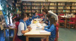 O colexio Pablo VI-Fátima celebra o Día das Letras Inglesas na biblioteca da Rúa