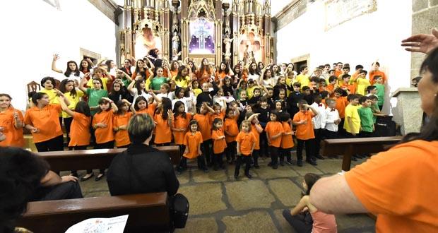 Photo of As voces de sete coros infantís e xuvenís envolven a igrexa de Trives