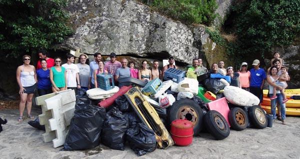 """Photo of Xornada de """"Pesca do peixe lixo"""" no río Sil dende Os Chancís e Doade"""